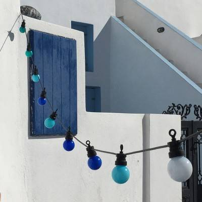 """La Guinguette"": ready-to-use outdoor string lights"